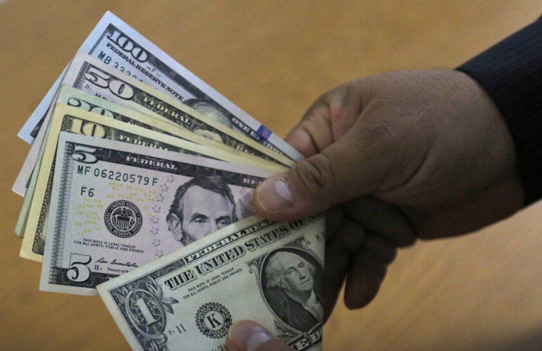 دلار در کانال ۲۱ هزار تومان/ کاهش قیمت طلا